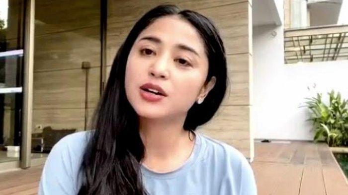 Jadi Host Acara TV, Dewi Perssik Anggap Penting Jaga Mood Sendiri