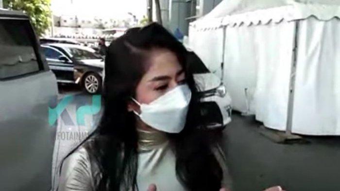 Dewi Perssik geram atas permasalahan fotonya