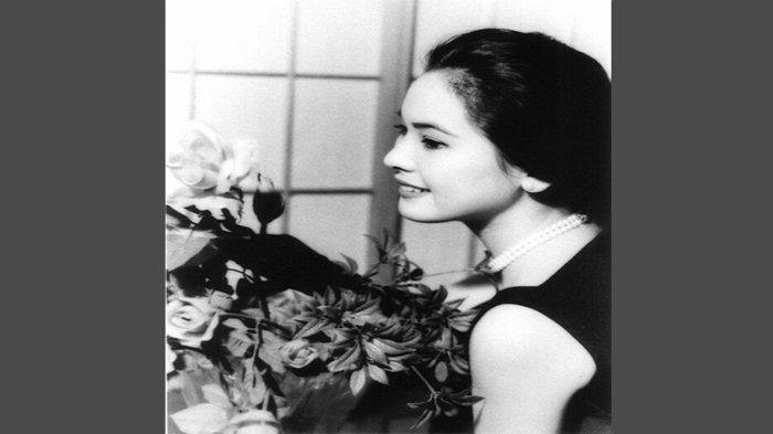 Ratna Sari Dewi Soekarno atau Ratona Sari Devi Sukaruno, aslinya bernama Naoko Nemoto kelahiran Tokyo 6 Februari 1940. Foto tahun 1959.