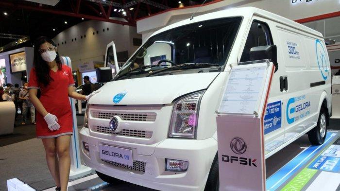 Minibus DFSK Gelora E dipamerkan di booth DFSK di IIMS Hybrid 2021 di JIExpo Kemayoran, Jakarta, 16-25 April 2021.