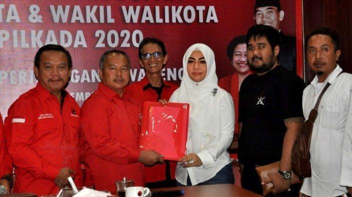 Diah Warih Anjari mengambil formulir pendaftaran sebagai bakal Calon Wakil Wali Kota Solo di DPD PDIP Jateng, Kota Semarang, Rabu (11/12/2019).