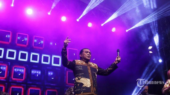 Penyanyi Didi Kempot saat tampil dalam Festival Berdendang Bergoyang di Kompleks Gelora Bung Karno, Jakarta, Sabtu (1/2/2020). Didi Kempot sukses membuat penonton yang kebanyakan anak muda bergoyang dan bernyanyi bersama. TRIBUNNEWS/HERUDIN