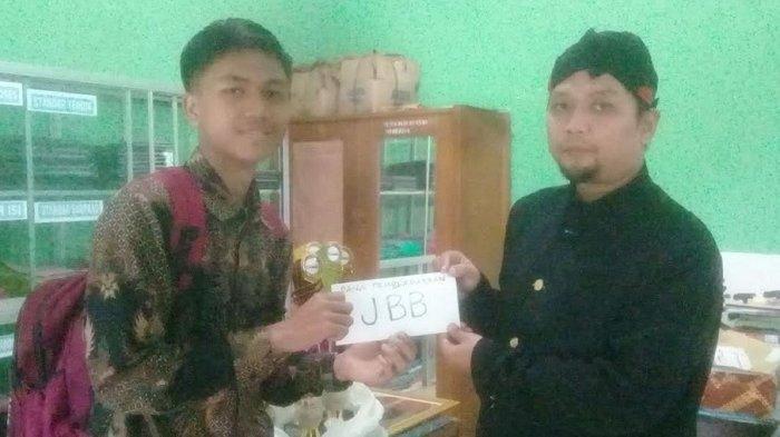 Kisah Pelajar Piatu yang Nyambi Jualan Angkringan di Banjarnegara Juara Karya Tulis Provinsi