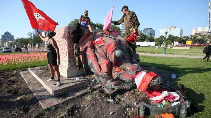 Demonstran Kanada Gulingkan Patung Ratu Elizabeth II dan Victoria, Protes Temuan Jenasah Pribumi