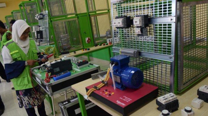 Kemendikbud Gandeng Schneider Electric Dirikan Pusat Keunggulan Listrik dan Energi Terbarukan