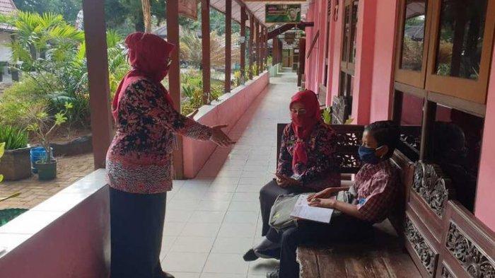 Dimas Ibnu Alias, siswa kelas VII Sekolah Menengah Pertama (SMP) Negeri I Rembang, Jawa Tengah saat masuk sekolah, Kamis (23/7/2020).(DOKUMEN SMPN I REMBANG)