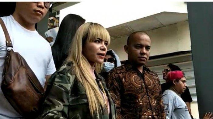 Disjoki Dinar Candy, melaporkan seorang berinisial SKW, ke Polda Metro Jaya, Kamis (19/9/2019).
