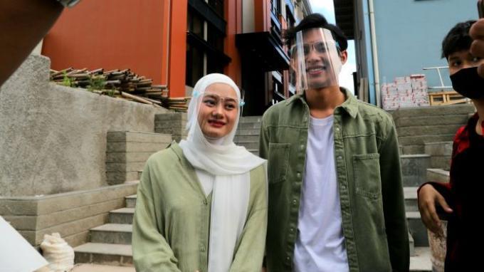 Dinda Hauw yang ditemui bersama Rey Mbayang, di gedung Trans TV, Jalan Kapten Tendean, Mampang Prapatan, Jakarta Selatan, Senin (21/12/2020).