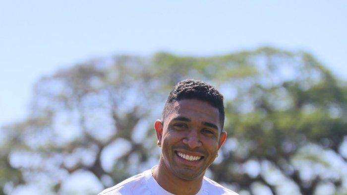 Dionatan Machado Bisa Ditempatkan di Gelandang Serang atau Playmaker kata Pelatih Persik Kediri