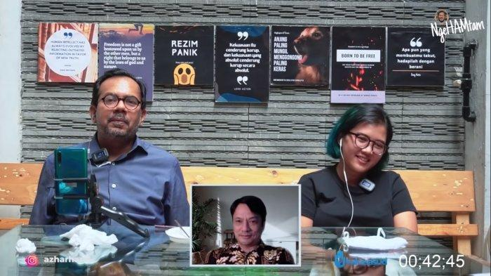 Direktur Eksekutif Lokataru, Haris Azhar (Kiri) dan Koordinator Kontras, Fatia Maulidiyanti (kanan) Tangkapan layar video unggahan Haris Azhar yang menyebut Menko Luhut turut serta dalam bisnis tambang di Blok Wabu, Intan Jaya, Papua. (Youtube Haris Azhar)