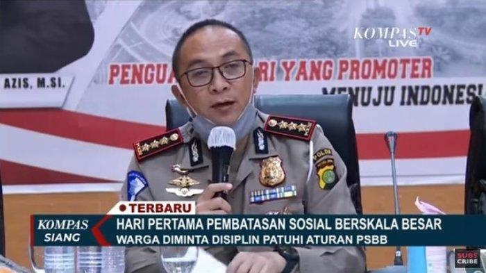 Direktur Lalu Lintas Polda Metro Jaya, Kombes Sambodo Purnomo Yogo menjelaskan aturan terkait pelaksanaan Pembatasan Sosial Berkala Besar (PSBB) di Jakarta.