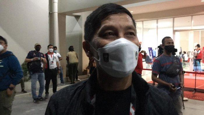 Direktur Utama Persija Jakarta, Ferry Paulus saat datang ke Stadion Manahan, Solo untuk menyaksikan final leg kedua Piala Menpora 2021, Minggu (25/4/2021) malam.