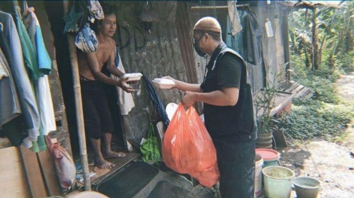 Dirikan Senabung Indonesia, Pemuda Ini Konsisten Bagikan Makanan Gratis