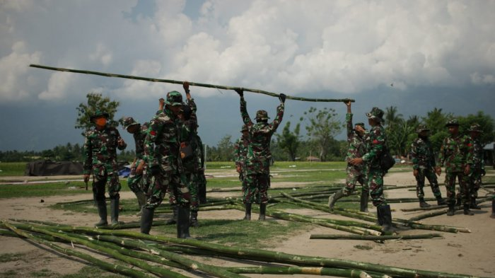 32 Prajurit TNI Dirikan Tenda Sekolah Darurat Agar Siswa Bisa Belajar