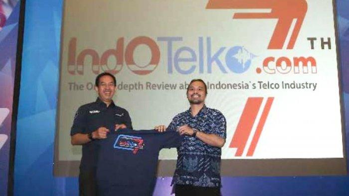 Presiden Direktur Angkasa Pura II Muhammad Awaluddin menerima cenderamata dari Pimpinan Media Andalas Sejahtera sebagai Publisher IndoTelko.com, Doni Ismanto Darwin usai memberikan presentasi tentang IoT for Making Indonesia 4.0