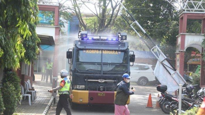 30 Warga di Perumahan Bogor Barat Positif Covid-19, Water Canon Dikerahkan Semprot Disinfektan