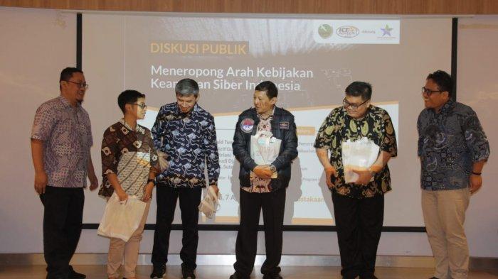 """Diskusi Publik """"Meneropong Arah Kebijakan Keamanan Siber Indonesia"""" di Gedung Perpustakaan Nasional Jalan Medan Merdeka Selatan Nomor 11 Jakarta, Rabu (7/8/2019)."""