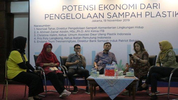 Melarang Penggunaan Minuman Botol Plastik Kebijakan yang Keliru kata Ahmad Zainal Abidin