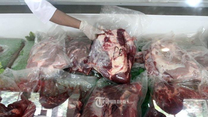 Bulog Gelar Operasi Pasar Daging Beku di DKI Jakarta