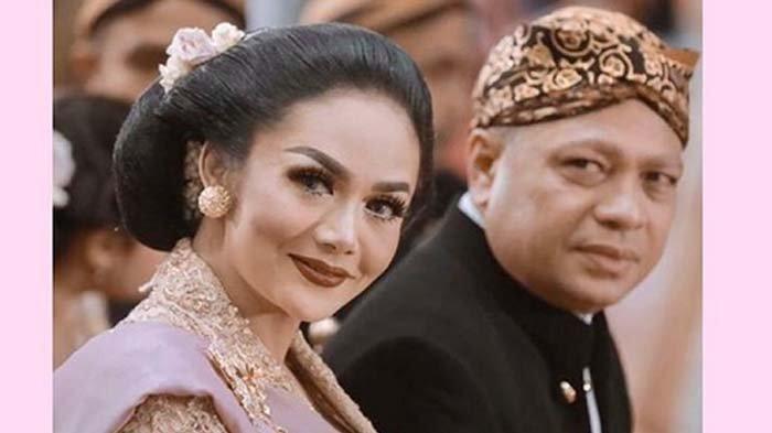 Ditanya Izinkan Raul Lemos nikah lagi atau poligami, Krisdayanti histeris dan ancam sang suami (instagram @krisdayantilemos)