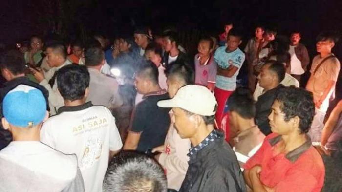 Seorang Guru di Sumbawa Ditombak Keluarganya Sendiri di Jalanan Desa, Tewas Tombak Masih Menancap