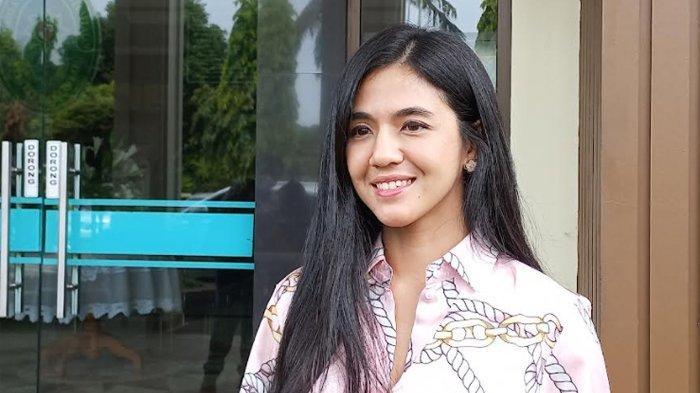 Bintang sinetron dan DJ Putri Una terlihat berada di Pengadilan Agama Jakarta Selatan, Jalan Harsono RM, Pasar Minggu, Jakarta Selatan, Kamis (14/10/2021).