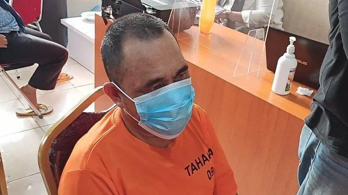 Djamaludin (52), ayah yang cabuli putri kandungnya sendiri, saat diperiksa di Ruang Unit Pelayanan Perempuan dan Anak (PPA) Satreskrim Polres Metro Jakarta Utara, Rabu (10/3/2021).
