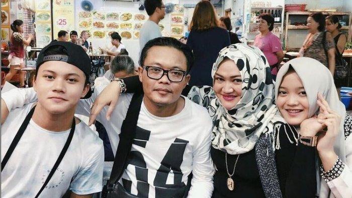 Lina Jubaedah besama anak-anaknya sebelum bercerai dengan Sule