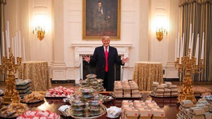 Ditinggalkan Semua Kokinya, Trump Pesan 1.000 Makanan Cepat Saji Saat Terima Tamu