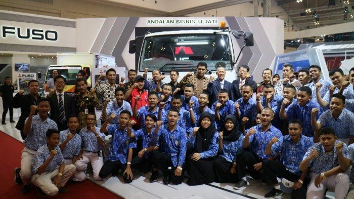 Peduli Pendidikan, KTB Kembali Donasikan 3 Unit Mitsubishi Colt Diesel untuk 3 SMK