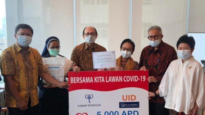 RS St. Carolus Jakarta Menerima Donasi 5.000 APD dari Yayasan UID