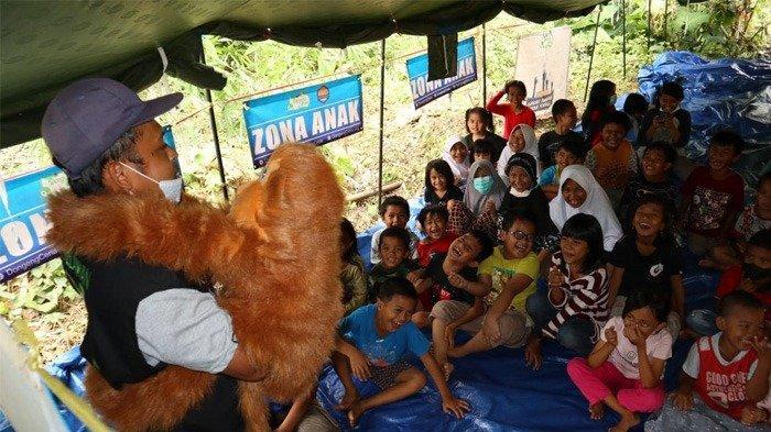 Pulihkan Kondisi Psikis, Tim Dongeng Ceria Ajak Anak Korban Gempa Mamuju Belajar dan Bermain