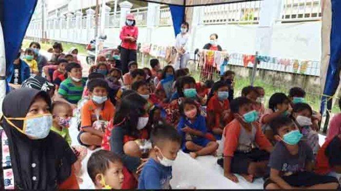 Keceriaan Anak-Anak Cipinang Melayu di Posko Pengungsian, Bernyanyi dan Dengarkan Dongeng