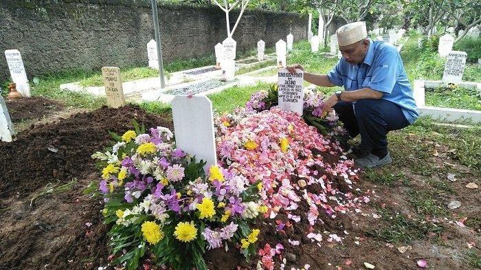 Sang kekasih Ajak Sahabat Datangi Makam Letkol Dono Kuspriyanto, Anggota TNI yang Ditembak