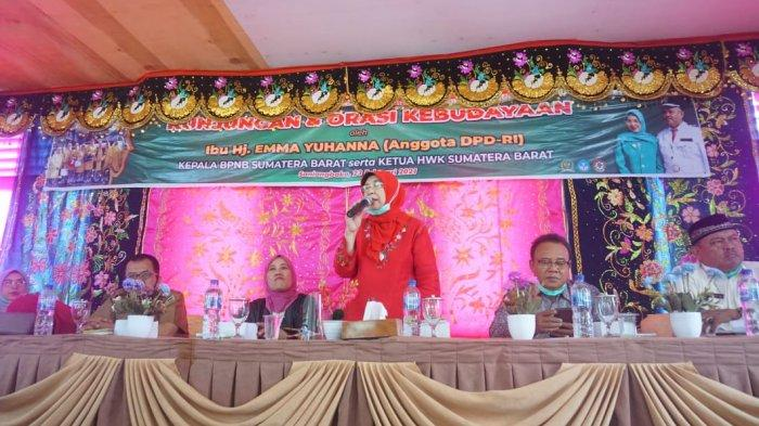 Kunjungi Nagari Saniangbaka, Anggota DPD RI Emma Yohanna Ajak Perempuan Minang untuk Mandiri