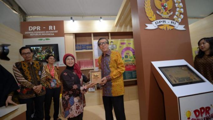 Menkumham hingga Pengunjung Legal Expo Antusias Coba DPR Challenge