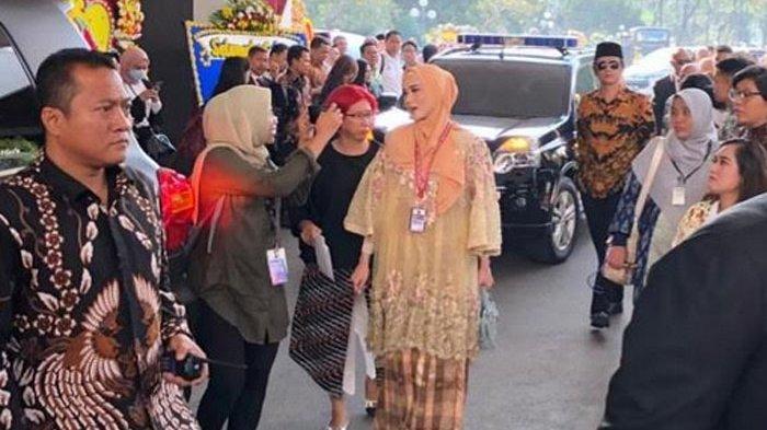 Dilantik Jadi Anggota DPR, Mulan Jameela Kenakan Baju Bodo Rancangan Desainer Ternama