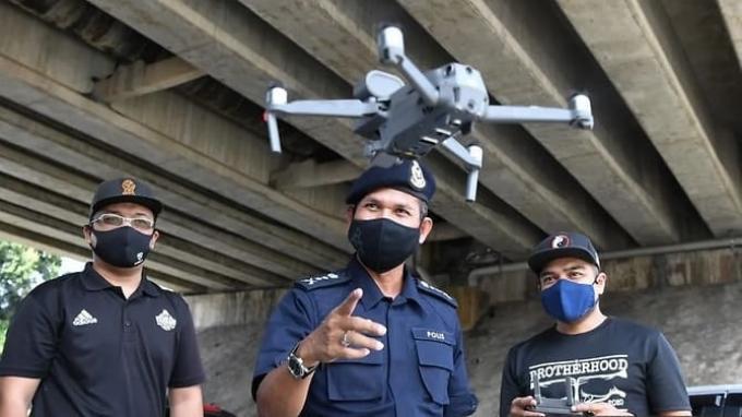Cegah Covid-19, Polisi di Malaysia Gunakan Drone untuk Deteksi Suhu Tubuh Orang-orang di Tempat Umum