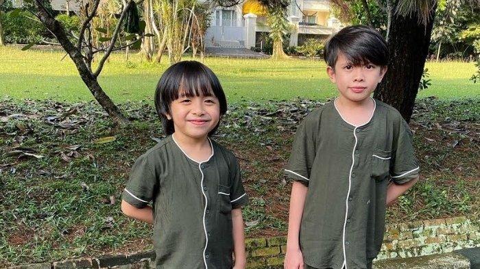 Dua anak Verlita Evelyn, Jenoah Iverson dan Caleb Iverson merilis single perdana merela berjudu 'Indonesia Bisa!!' (Instagram)