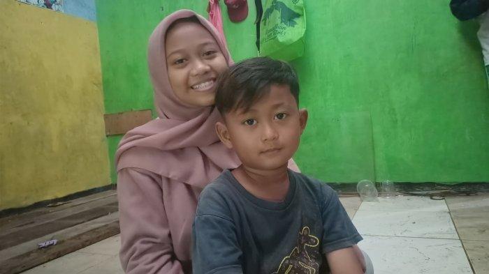 Tanpa Orangtua Siswi SMK di Indramayu Ini Asuh Adik di Rumah yang Kondisinya Ambruk