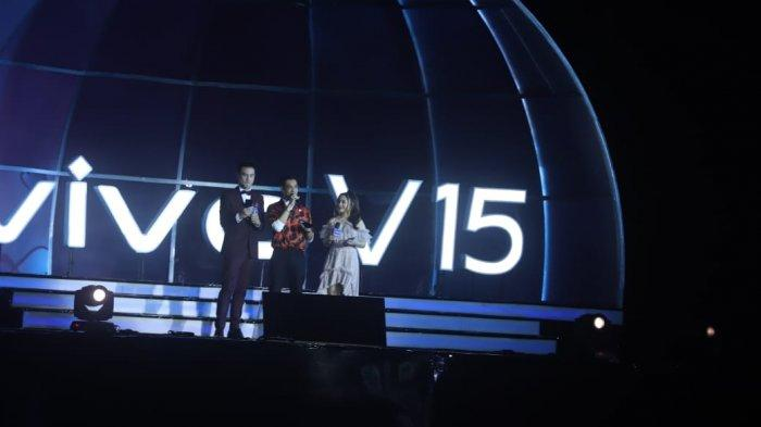 Dua Host Kawakan dan Prilly menjadi Host Vivo V15 Go Up Grand Launch 20.13 WIB