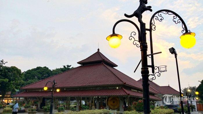 Suasana menjelang sore di Pendopo Kota Bandung, Jalan Dalem Kaum, Jumat (10/7/2020). Dua orang petugas/pegawai di Pendopo Kota Bandung dinyatakan terpapar Covid-19. Hal tersebut diketahui dari hasil swab test di Pendopo Kota Bandung pada Kamis, 9 Juli 2020. Tribun Jabar/Gani Kurniawan