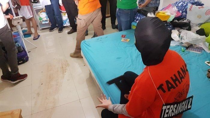 7 Fakta Rekonstruksi Kasus Mayat dalam Lemari di Mampang, Begini yang Dilakukan Pelaku kepada Korban