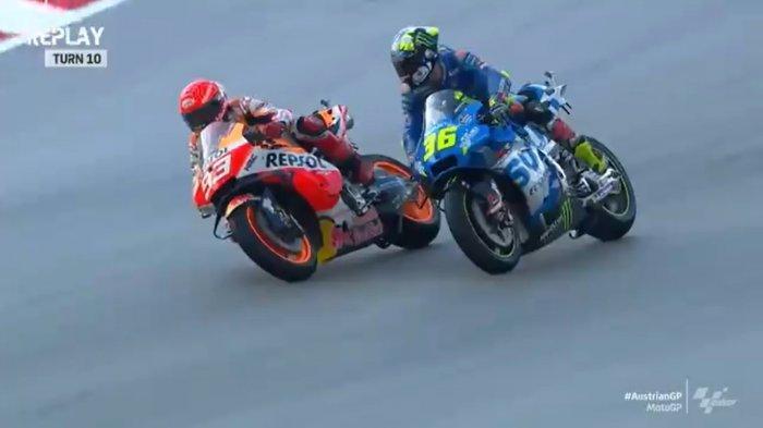 Duel di sesi latihan bebas kedua (FP2) MotoGP Austria 2021 yang melibatkan Marc Marquez (kiri) dengan Joan Mir (kanan) di Sirkuit Red Bull Ring, Jumat (13/8/2021).
