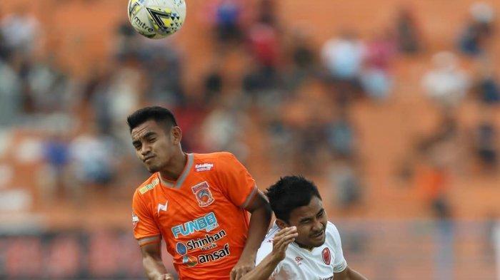 Duel seru tersaja ketika Borneo FC berhadapan dengan PSM Makassar di Stadion Segiri