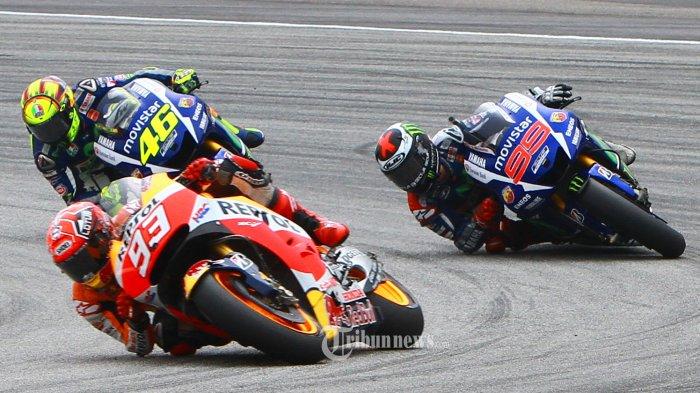 Para Rider saat bertarung menjadi juara  pada balapan Moto GP di Sirkuit Sepang, malaysia, Minggu(25/10/2015). Pada balapan tersebut, Dani Pedrosa berhasil keluar sebagai juara dan  di susul oleh Jorge Lorenzo pada podium kedua, serta podium tiga berhasil di menangi oleh Valentino Rossi. dalam balapan tersebut sempat terjadi duel sengit antara Valentino Rossi dan Marc Marquez, yang mengakibatkan Marquez terjatuh. TRIBUN PONTIANAK / ANESH VIDUKA