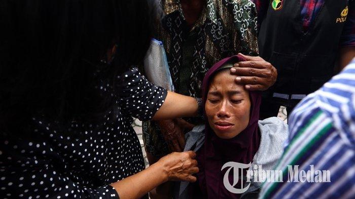 Tangis Ayah Korban Kebakaran Pabrik Mancis Pecah Kala Jenazah Kedua Putrinya Tak Lagi Bisa Dikenali
