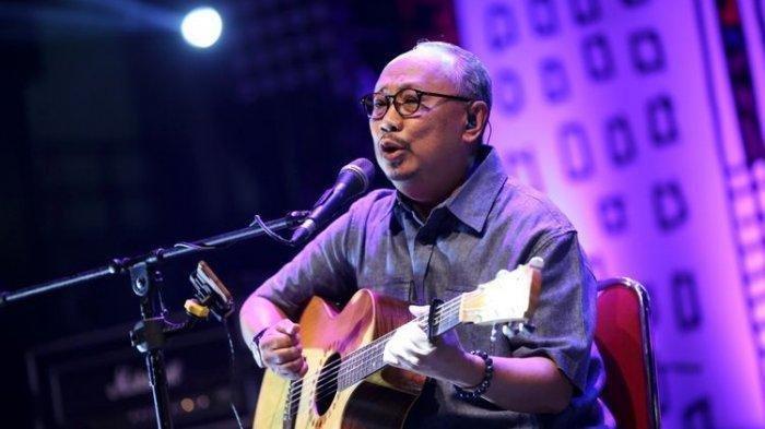Lirik dan Chord Gitar Titip Rindu Buat Ayah - Ebiet G Ade: Ayah, dalam Hening Sepi Kurindu
