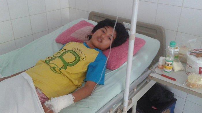 Echa saat di Ruang RS Ulin, masuk karena sakit karena tidak bisa tidur, tidak makan selama 2 hari