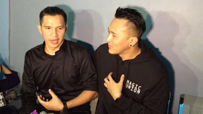 Edison Wardhana (kiri) bersama Demian Aditya (kanan) saat ditemui di gedung Trans TV, Jakarta Selatan, Selasa (27/2/2018).